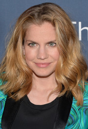 Anna Chlumsky kept it casual with this loose high-volume wavy 'do at the premiere of 'The Normal Heart.'