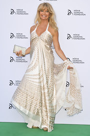Goldie Hawn looked ever the hippie princess in this elegant white gown that featured gold detailing.