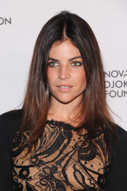 Julia Restoin-Roitfeld went for simple styling with this straight center-parted 'do when she attended the Novak Djokovic Foundation dinner.