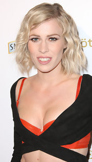 Natasha Bedingfield attended the 'OK!' magazine pre-Grammy event wearing long false lashes and lots of lengthening mascara.