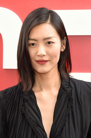 Liu Wen attended the world premiere of 'Ocean's 8' wearing her hair in a trendy asymmetrical cut.