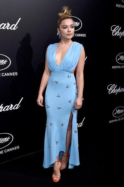 Florence Pugh's orange slim-strap sandals provided a gorgeous contrast to her blue frock.