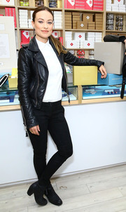 Olivia Wilde paired her jacket with black skinny pants.