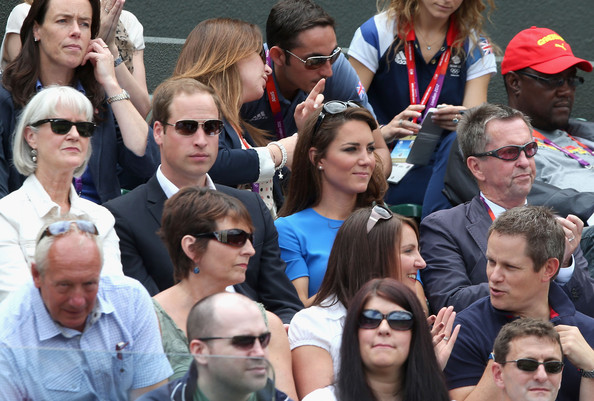 More Pics of Kate Middleton Oval Sunglasses (5 of 65) - Kate Middleton Lookbook - StyleBistro