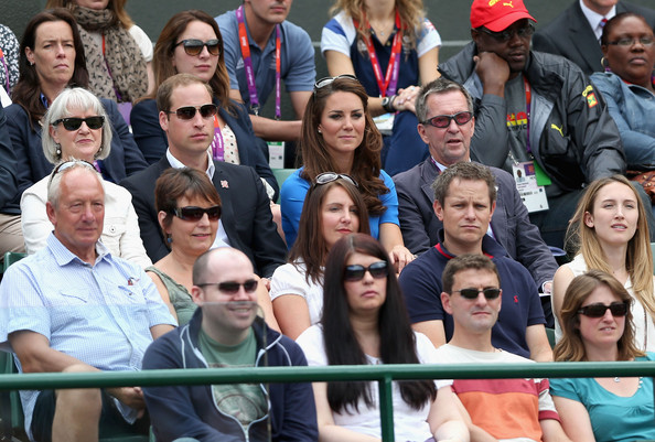 More Pics of Kate Middleton Oval Sunglasses (1 of 65) - Kate Middleton Lookbook - StyleBistro