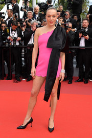 Chloe Sevigny dolled up in a hot-pink one-shoulder dress with an oversized black bow for the 2019 Cannes Film Festival screening of 'Once Upon a Time in Hollywood.'