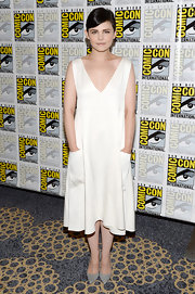 Ginnifer Goodwin's crisp white dress featured unique design elements such as a deep V-neck and pocket detailing on the side.