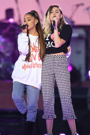Miley Cyrus teamed her tee with a pair of ruffle-hem gingham capris by Topshop.