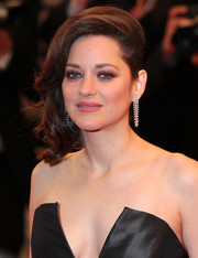 Marion Cotillard was glamorously coiffed with side-swept curls at the Cannes screening of 'It's Only the End of the World.'