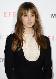 Elettra Wiedemann left her hair loose with subtle waves when she attended  the premiere of 'Side Effects.'