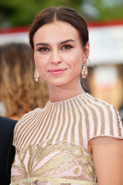Kasia Smutniak opted for a simple center-parted bun when she attended the Venice Film Festival opening ceremony.