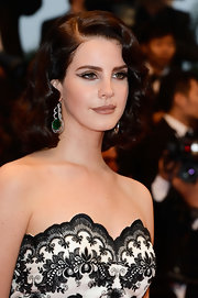 Metallic gold cat eyes gave Lana Del Rey a sexy retro vibe on the red carpet.