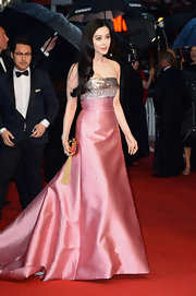 Fan Bingbing stunned in a metallic pink gown that featured a silver embellished bust and a flowing skirt.