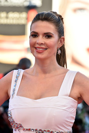 Carly Steel looked youthful and lovely wearing this ponytail at the Venice Film Festival opening ceremony.