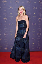 Naomi Watts looked cool and glam in a zigzag-patterned strapless gown at the Cannes opening gala dinner.