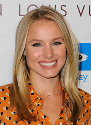 Kristen Bell highlighted her glossy lips with neutral shadow and heavily lined lids.
