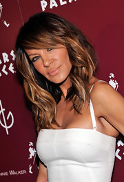 Pussycat Doll founder, Robin Antin showed off her super highlighted layered bob. She went for killer beach wave curls on the red carpet.