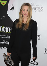 Kaley Cuoco added contrast to her sleek black attire with an animal print clutch and turquoise nails.