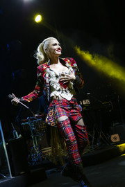 Gwen Stefani sheathed her ageless figure in a white corset top for her performance at the Renaissance Downtown Hotel in Dubai.