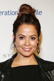Brooke Burke styled her hair into a trendy top knot for Operation Smile's Celebrity Ski & Smile Challenge.