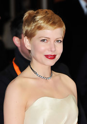 Michelle Williams attended the 2012 BAFTA Awards wearing a diamond line choker.