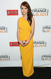 Taryn opted for a bright mustard yellow column dress with a single shoulder strap for the 'Orange is the New Black' premiere.