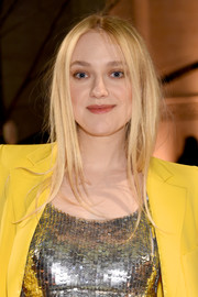 Dakota Fanning attended the Oscar de la Renta fashion show sporting a slightly messy hairstyle.