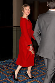 Renee Zellweger accented her crimson gown with an eye-catching red bejeweled clutch.