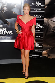 Lindsay Sloane showed off her toned shoulders while hitting 'The Other Guys' premiere.