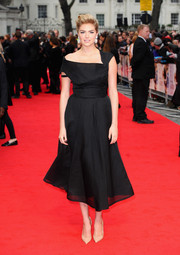 Kate Upton looked sublime in an asymmetrical LBD from WilliamVintage during the London premiere of 'The Other Woman.'