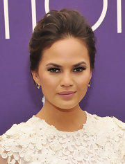 Pale lilac-pink gloss contributed to Chrissy's elegant look.