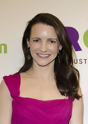 Kristin Davis attended the Oxfam Sisters On the Planet Summit Awards Ceremony wearing her hair in subtle and sleek waves.