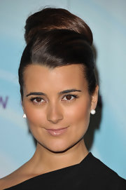 Cote de Pablo looked exquisite with a bountiful ballerina bun high atop her crown.