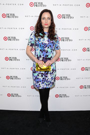 Zoe Lister Jones' yellow acrylic box clutch provided a lovely color contrast to her blue dress.