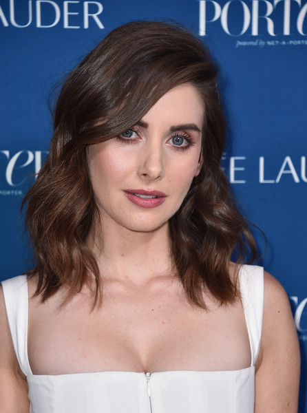 Alison Brie looked gorgeous with her perfectly styled waves at the 2018 Incredible Women Gala.