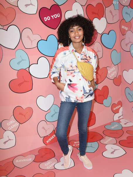 For her bag, Yara Shahidi chose a quilted yellow fanny pack that she slung across her shoulder.