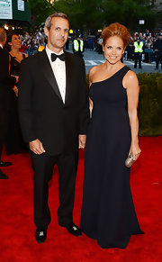 Katie Couric chose a simple and classic one-shoulder dress in a deep navy color for her red carpet look at the Met Gala.
