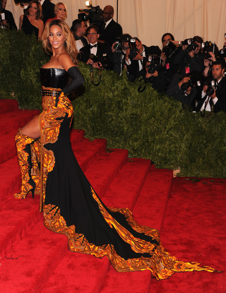More Pics of Beyonce Knowles Long Wavy Cut (1 of 33) - Long Wavy Cut Lookbook - StyleBistro