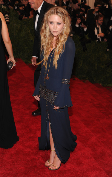 More Pics of Mary-Kate Olsen Long Wavy Cut (1 of 8) - Mary-Kate Olsen Lookbook - StyleBistro