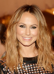 To top off her rocker-girl look, Stacy Keibler chose a naturally wavy 'do.