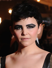 To offset her heavy eye makeup, Ginnifer Goodwin chose a soft nude lip.