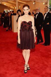 Kate Mara looked fun and flirty in this strapless sweetheart neck dress that featured an embellished peplum bodice and a pleated flowing skirt.