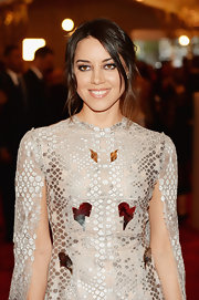 Aubrey Plaza kept her beauty and hair look fairly simple with a bobby-pinned 'do.