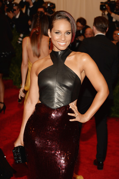 Alicia Keys Poses Pregnant and Nude for Peace
