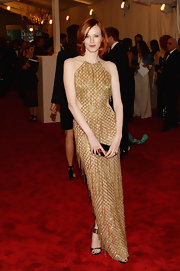 Karen Elson showed off her edgy side with a gold gown that featured two side cutouts.