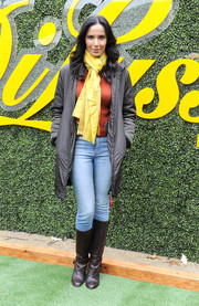 Padma Lakshmi kept it relaxed in faded jeans while hosting Di Lusso's world's largest sandwich attempt.