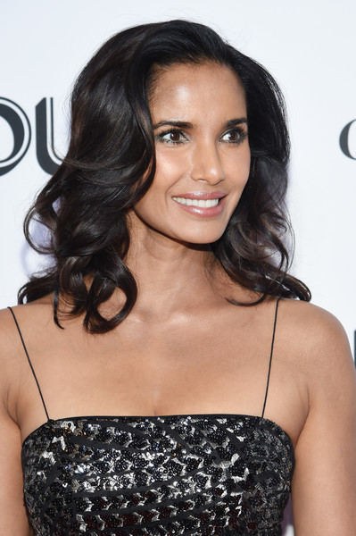 Padma Lakshmi Medium Curls [hair,beauty,fashion model,human hair color,hairstyle,shoulder,long hair,black hair,brown hair,model,new york city,glamour women of the year awards: women rise,arrivals,padma lakshmi]