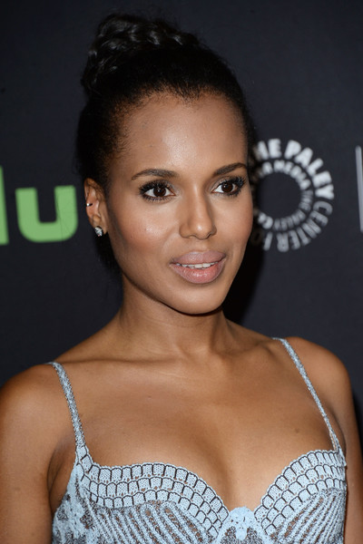 Kerry Washington played down her famous pout with nude lipstick.