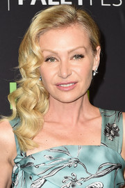 Portia de Rossi went ultra feminine with this curly side sweep for PaleyFest Los Angeles.