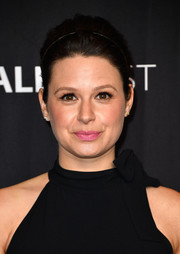 Katie Lowes worked a '60s-chic updo at the 'Scandal' panel during PaleyFest Los Angeles.